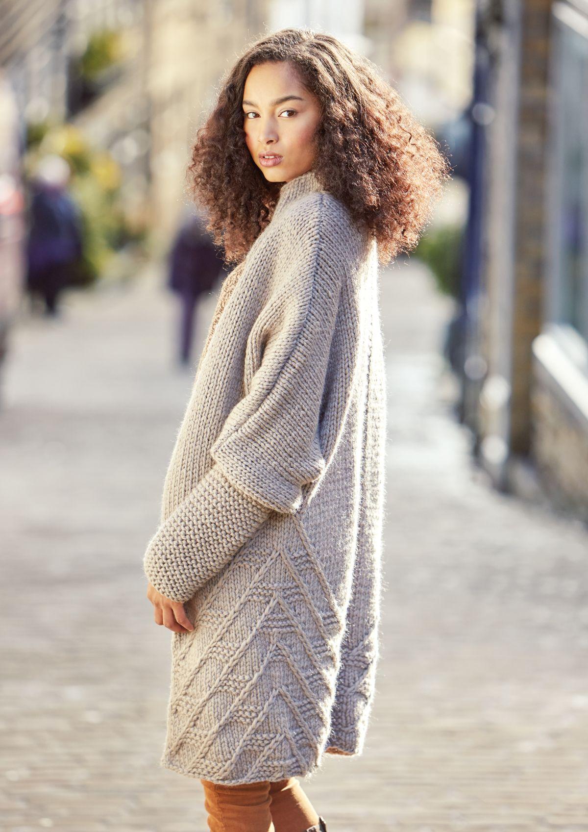 Модное пальто спицами схемы