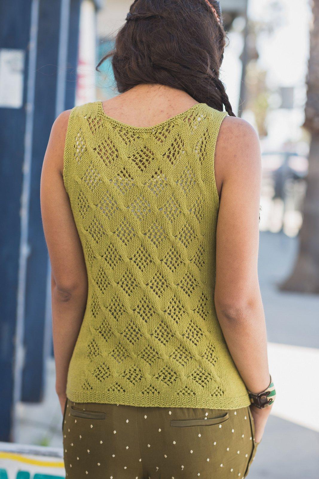 Необычная шаль спицами Knitangle сочетанием различных узоров