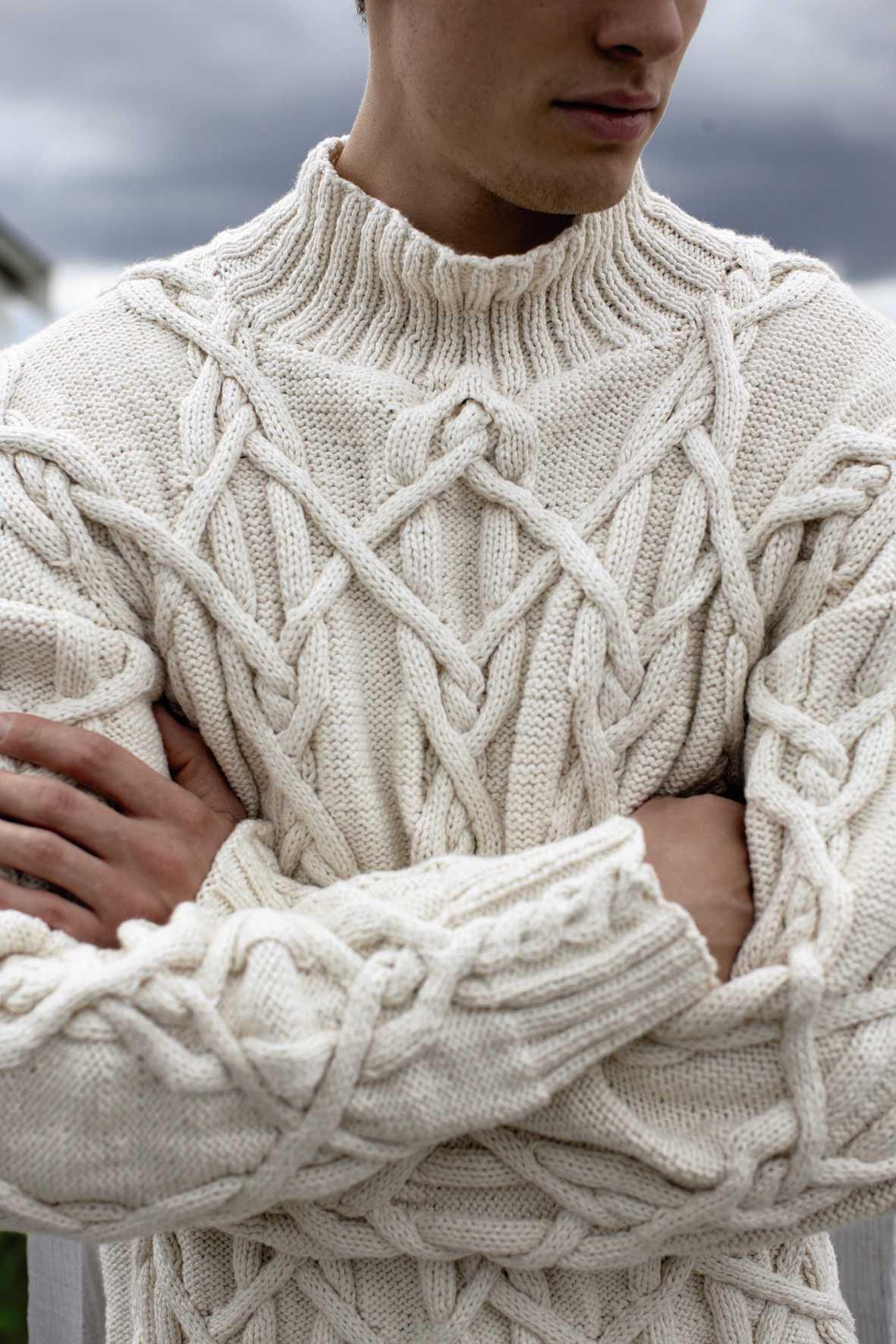 Вязание мужского свитера с аранами спицами 245