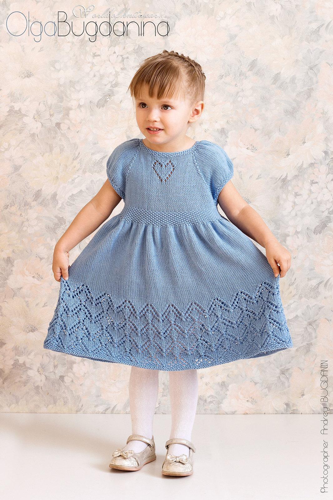 Нарядное вязаное платье для девочки