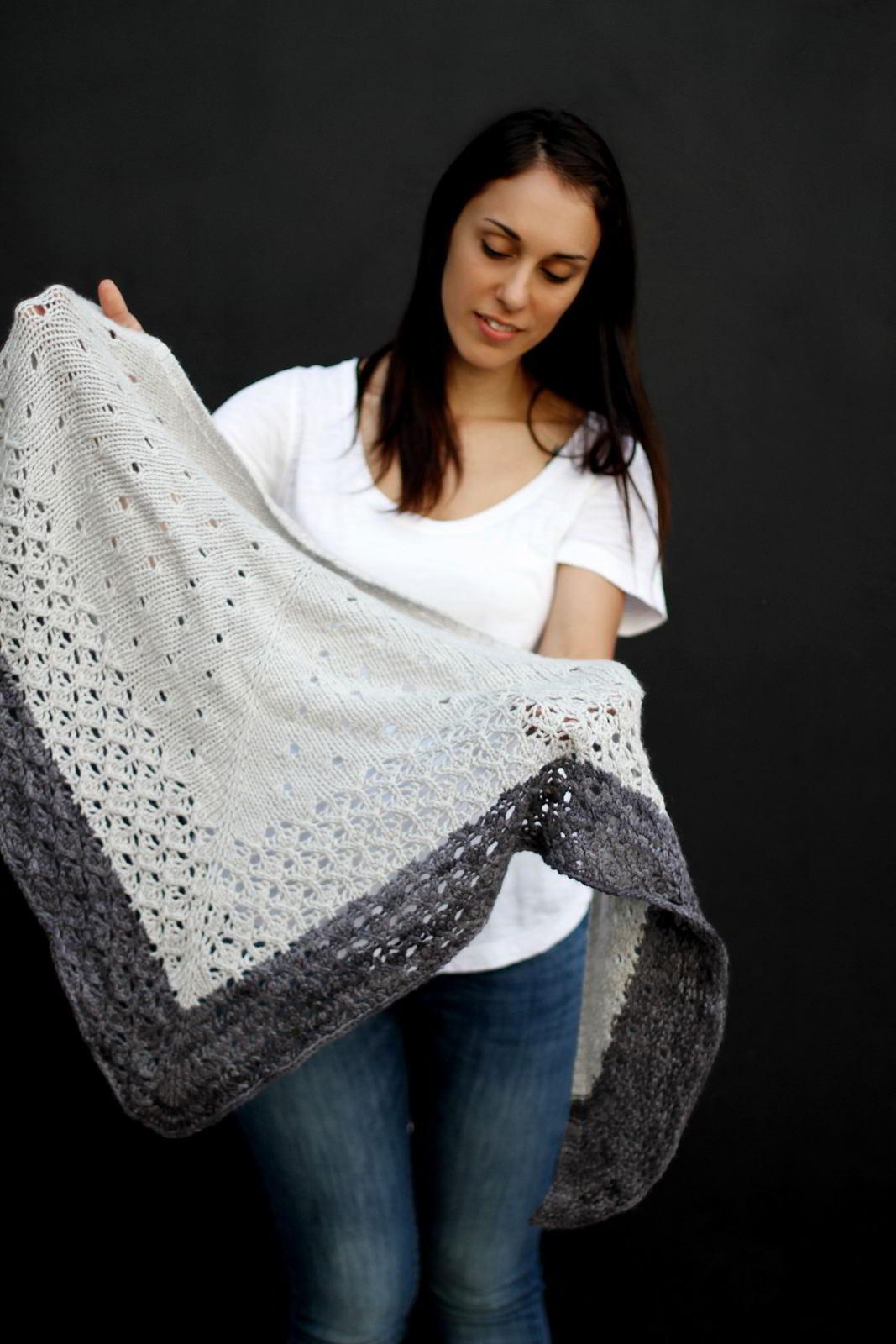 Кардиган шаль вязаный спицами платочной вязкой сверху вниз