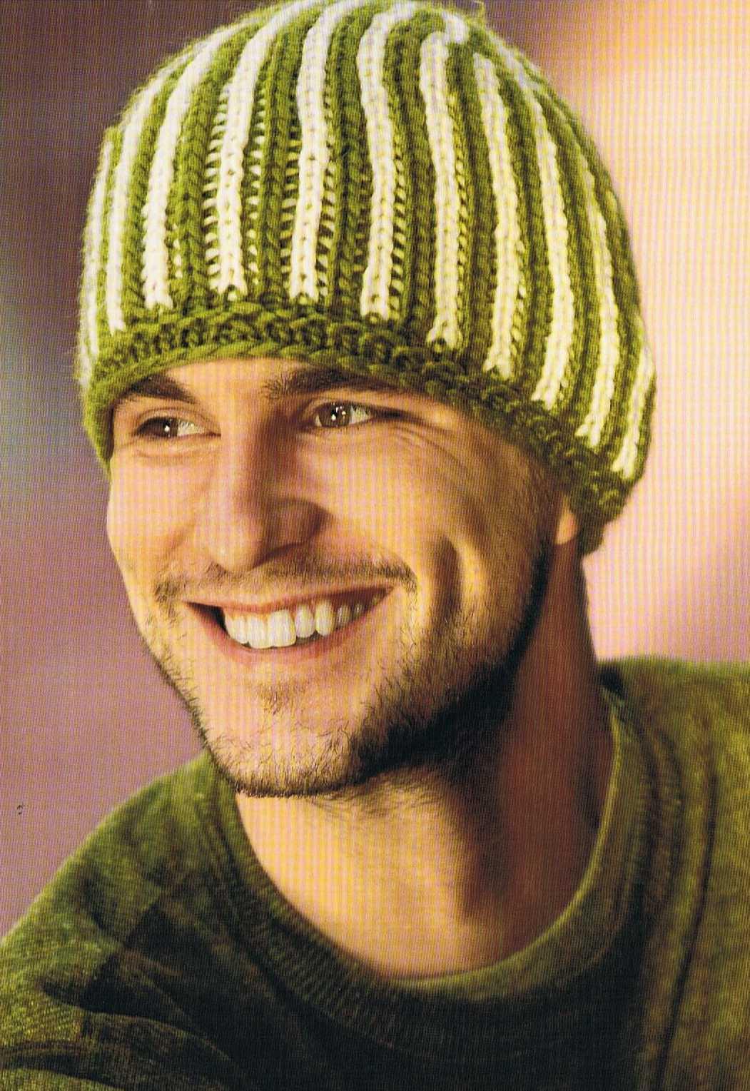 Для вязания шапки Вам потребуется.  Мужская шапка патентным узором.  Шерстяная пряжа (длина примерно 85м/50г)...