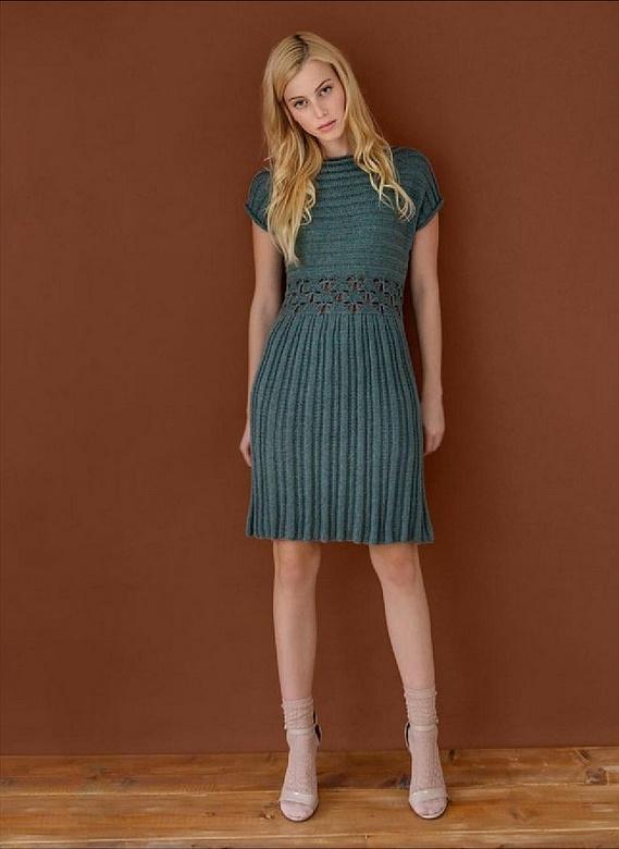 Вязанное платье спицами фото