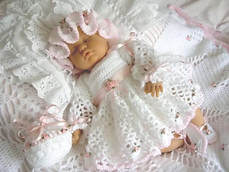 вязание крючком для детей платья и пинеток с розочками вяжиру