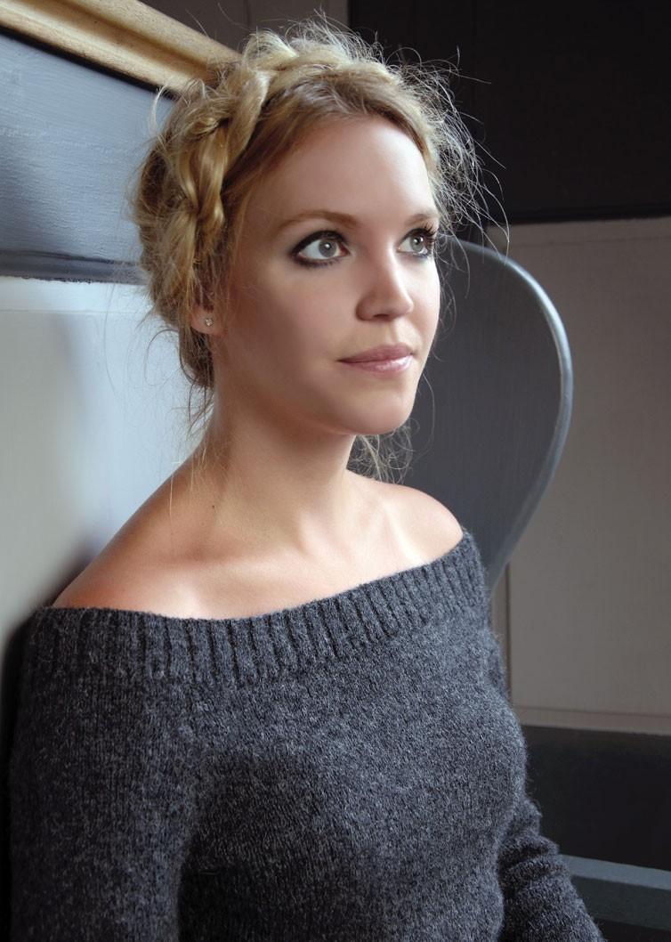 8f192164691 Вязаный пуловер женский спицами с вырезом лодочка