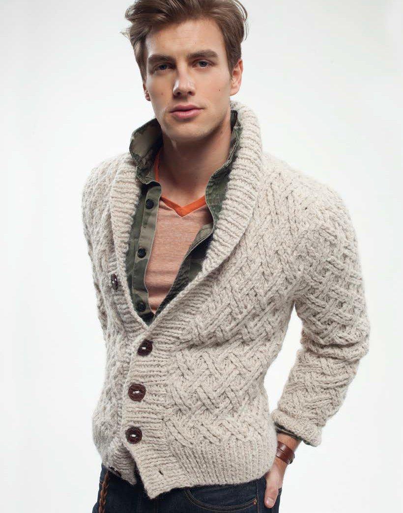 модный вязаный мужской свитер спицами схема