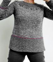 Пуловер связан по кругу без швов сверху вниз