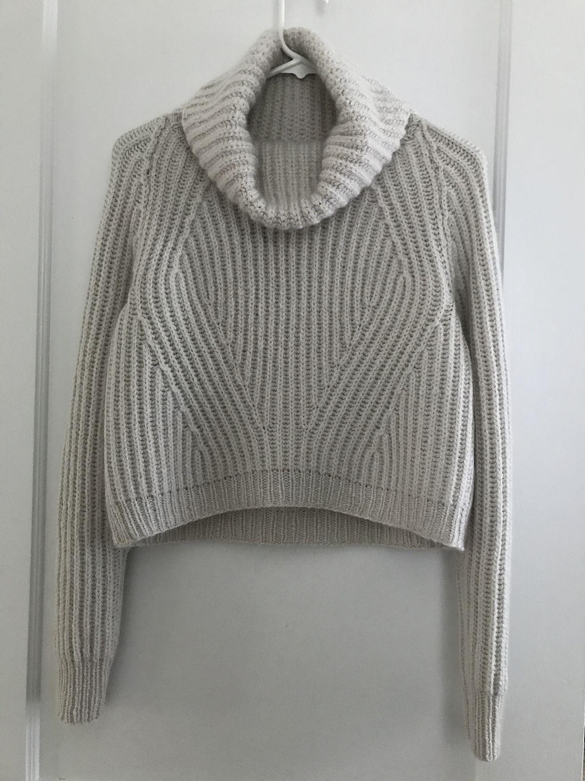 модный свитер резинкой Vandre вяжиру