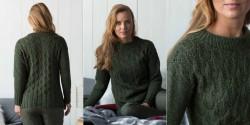 Пуловер с ажурными ромбами спицами