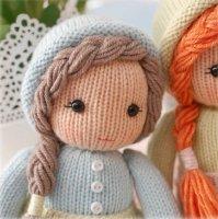 Ресницы и рот куклы лучше вышивать специальными нитками для вышивки