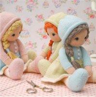 Вязаные куклы с косичками, шапочками, в блузках и юбках