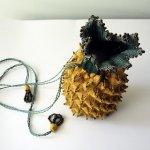 Ридикюль вязаный спицами в форме ананаса