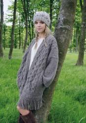 Вязаное спицами пальто плед Hollow от дизайнера Kim Hargreaves
