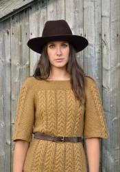 Вязаный спицами пуловер реглан Song с косами и мережками