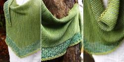 Вязаная спицами треугольная шаль с ажурной каймой