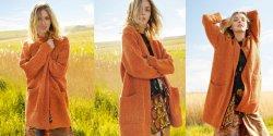 Вязаное твидовое пальто спицами