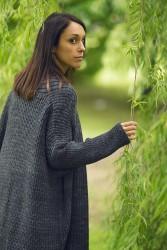 Легкое пальто оверсайз, вязанное спицами