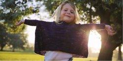 Вязаный модный джемпер для девочки