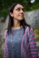Пуловер оверсайз напоминает винтажную блузку