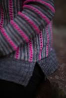 Пуловер спицами с разрезами на нижних планках