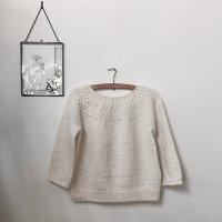 Объемный пуловер с круглой кокеткой спицами