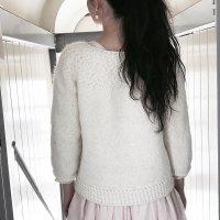 Объемный пуловер вязаный сверху