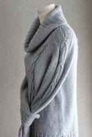 Женский свитер с косами фото