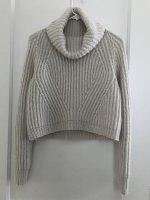 Короткий свитер резинкой