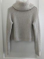 Свободный свитер резинкой укороченной длины